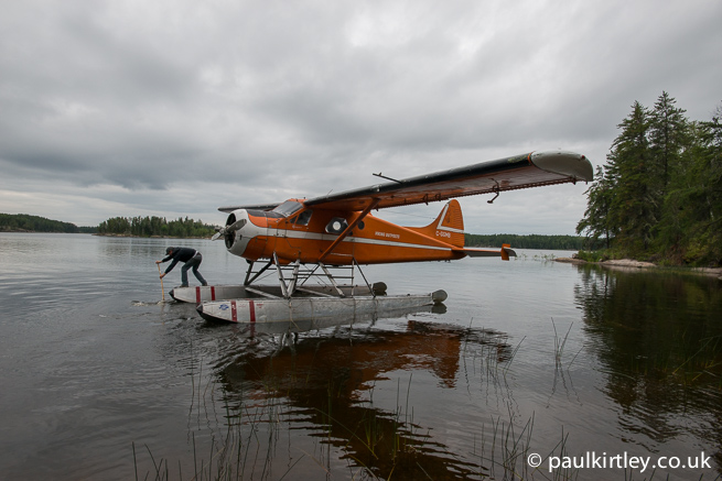 Turning a Beaver floatplane with a canoe paddle
