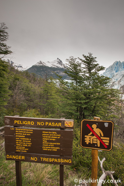 Sign at Perito Moreno glacier giving the statistic of 32 deaths due to materials falling from the glacier in the period 1968-88.