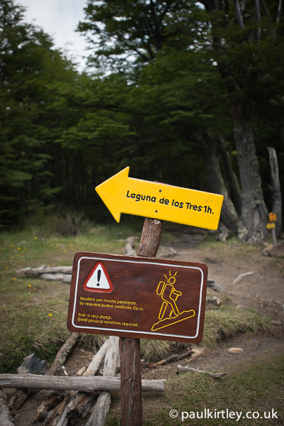 Sign stating direction to Laguna de los Tres