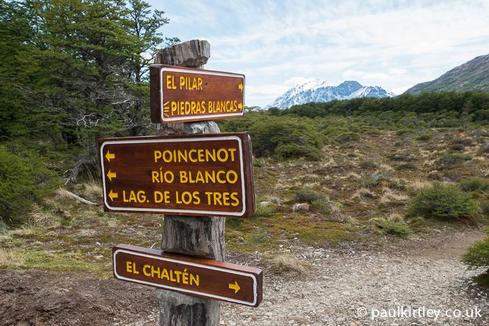 Signpost showing El Chaltén, El Pilar and Laguna de los Tres